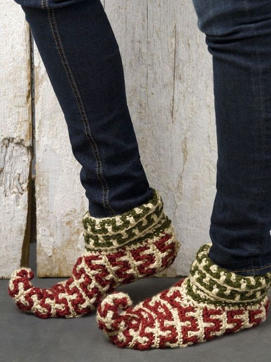 Crochet Elf Slippers, I want a pair!!! Get them for family to wear Christmas morning while opening presents