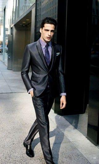 ブラックスーツ×紫ストライプシャツでパーティー着こなし   スーツスタイルWEB