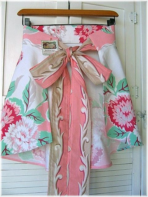 apron made from vintage tablecloths: Vintage Fabric, Vintage Aprons, Tablecloth Apron, Vintage Linen, Vintage Tablecloths, Sewing Aprons