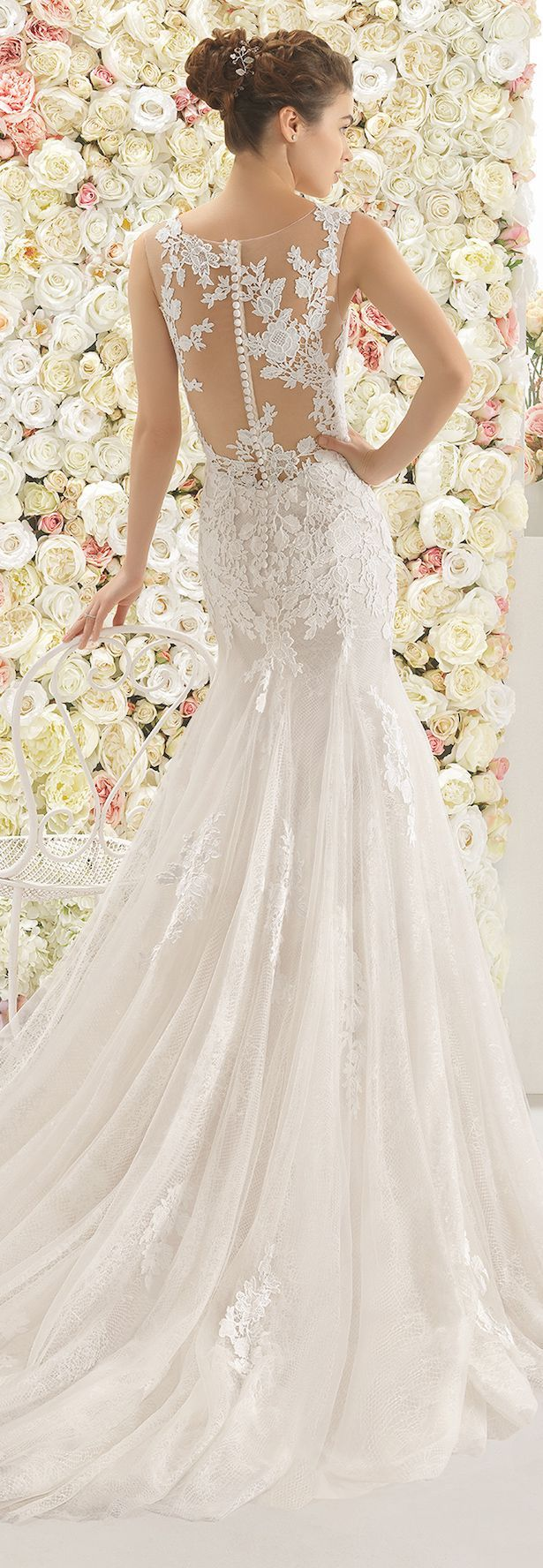 Listen up, loves. It's time to dive into the newest bridal collection from Aire Barcelona, because, well… is there a better way to spend a Wednesday morning? I'm talking breathtaking silhouettes, deta