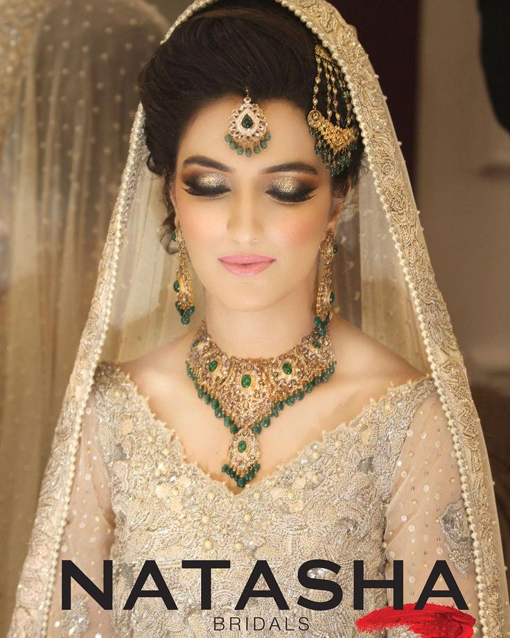 And the #bridalmania continues in one of our busiest season yet ! Sorry for the delay in uploads as with 25 brides a day glamformations celebrity profiles and editorials plus our very own Natasha's baat pakki we have had our hands full ! Back to bringing you all the gorgeousness that's been happening at the salon. Next up this beauty Zainab who got our signature #100wattskin with a soft dusty rose pink lip and smoky multi dimensional glittery eyes what a beauty inside and out !here is why…