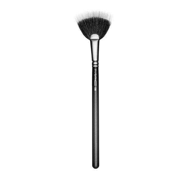 184 Duo Fibre Fan Brush. A flat, fan-shaped brush for featherweight application and excess product removal.