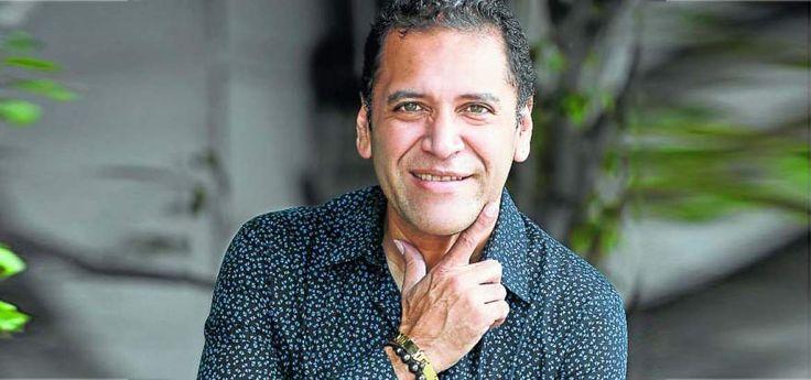 Gustavo Enrique domina varios instrumentos, especialmente los de percusión. Cuando integró Conexión Latina llevó su música a Grecia, España y otros países.