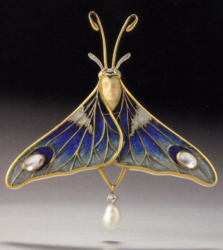 Eugène Feuillàtre: An Art Nouveau gold, platinum, enamel, moonstone, diamond and pearl 'Moth' pendant / brooch, circa 1902. 7.0 x 6.8cm. Source: Wolfgang Glüber, Jugendstilschmuck. #Feuillatre #ArtNouveau #pendant #brooch