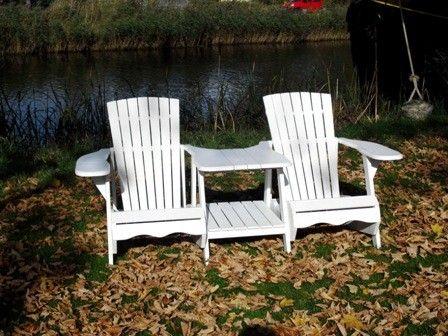 Een heerlijke houten stoel met een uniek design. Deze dubbelstoel Charlotte biedt een hoog zitcomfort en het gemak van een tafel met twee stoelen. Door de constructie is deze stoel zeer stevig. De stoel is gemaakt van acacia hout en afgewerkt met een teaklook afwerking. Koop snel bij Tuinmeubelen.be. #Tuinbanken #Tuinbank #Tuinmeubelen #Tuinmeubel #Tuinmeubels