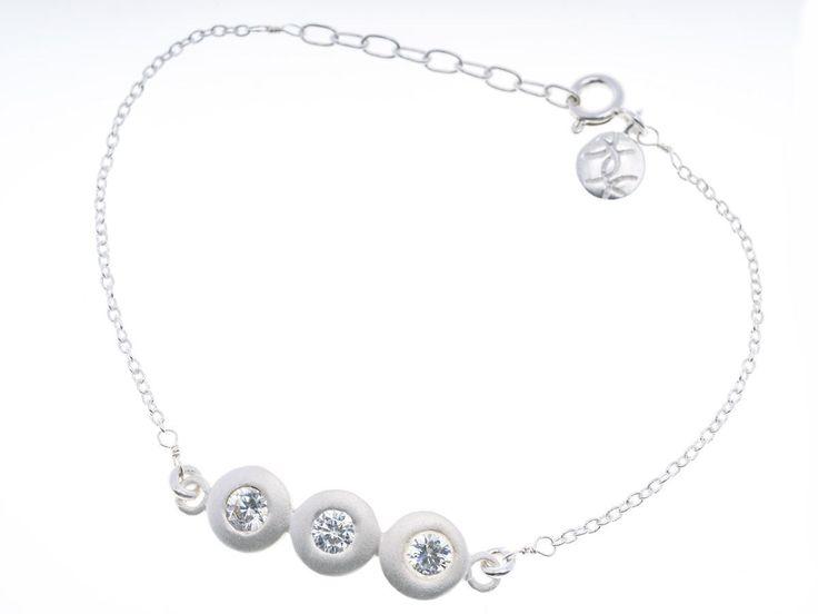Triple Crystal Pebble Silver Bracelet - HeidisHoff.no