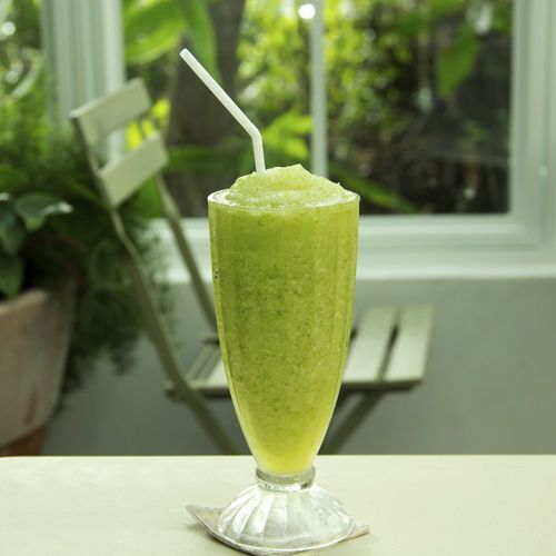 Lose weight with Jennifer Lopez's favorite power smoothie!
