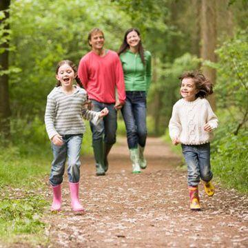 Caminar ayuda a desarrollar y fomentar el pensamiento creativo, asi que ademas de ser sano y mantenernos mas felices, ahora se sabe que nos ayuda a pensar.