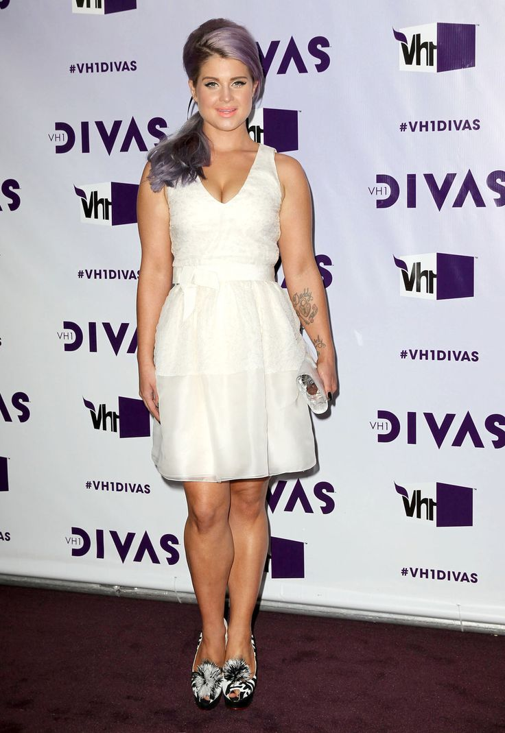 kelly_osbourne_purple_hair_weight_loss_how_to_white_dress_heels_red_carpet_vh1_divas (968×1406)