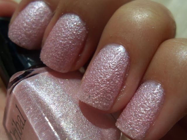 http://cheap-and-chic-look.blogspot.hu/2013/09/tribal-liquid-sand-pink-koromlakk-opi.html
