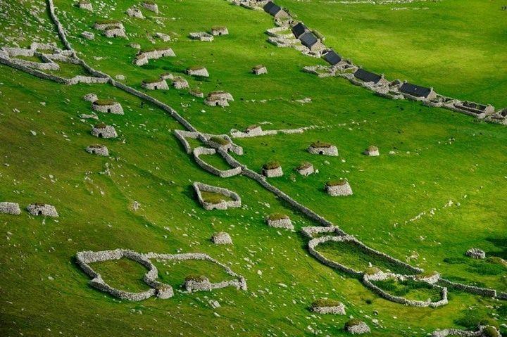 Des ruines d'anciens villages en Écosse