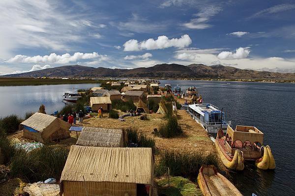 Die schwimmenden Inseln wurde in Peru, Puno aufgenommen und hat folgende Stichwörter: Peru,  Puno,  Titicaca-See.