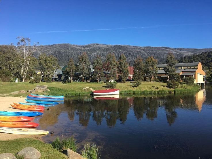 Family time around Chrissie ought to always look like this. So relaxing and peaceful. Great pic Ginas Dad  Happy Holidays to you all!!! Repost @skiwithg  The weather is so perfect. Love a family celebration weekend in the @snowymountainsnsw @lakecrackenback @visitnsw @accorhotels_aus (photo by my Dad)  #LakeCrackenback #SnowyMountainsNSW  #FromWhereYoudRatherBe  #DestinationNSW #HolidayFun #HolidayHome #HolidayMood #ResortLife #Jindabyne #AdventureTravel #HighCountry #AdventureAwaits…