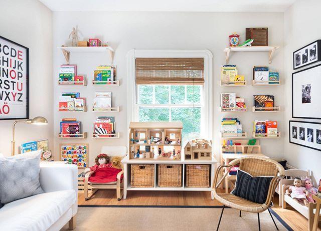 Evet bu kadar düzenli bir çocuk odası çok zor belki ama herşeyi dolaplara tıkıştırmak yerine açık raflarda tutmak farklı bir güzellik katmış odaya. #dekorasyon #marifetix  #evdekorasyon #çocukodası