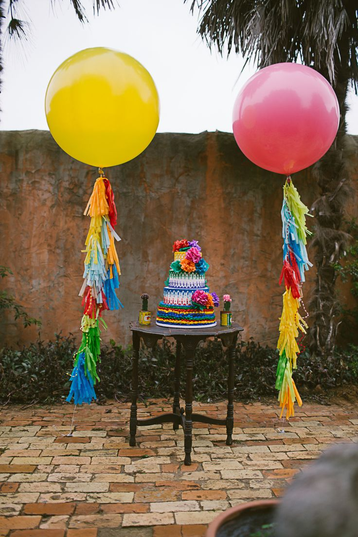 Mexican fiesta party decorating ideas hosting guide - A Mexican Themed Fiesta Complete With Giant Balloons