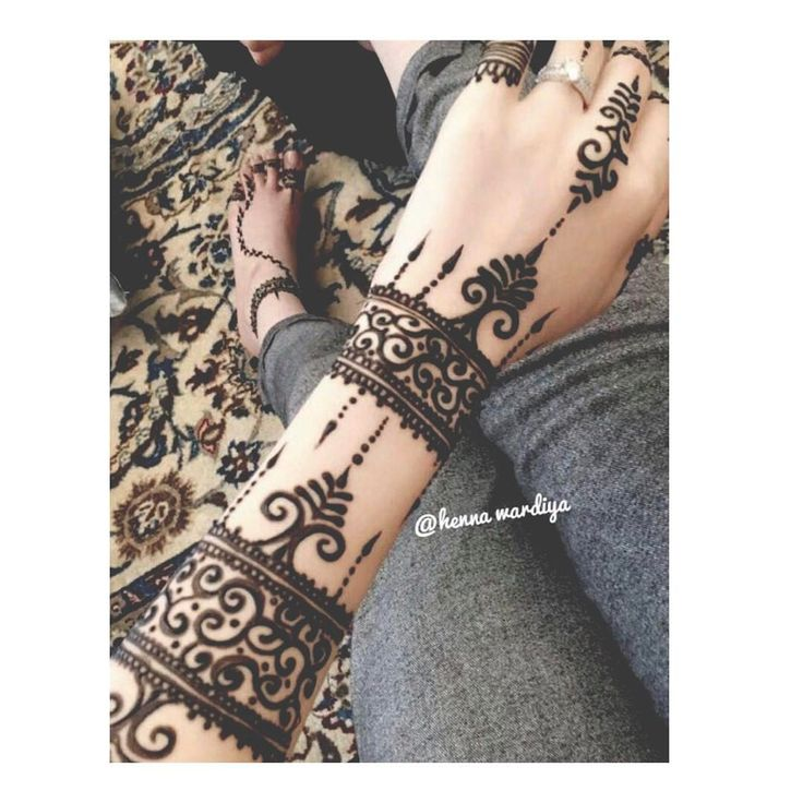 Arm-band henna design