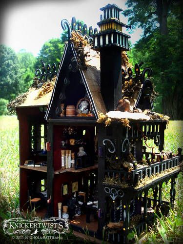 The Wee Mystic's House - an occult shop, a crystal ball and tarot reading room... very cool (click for more pics)