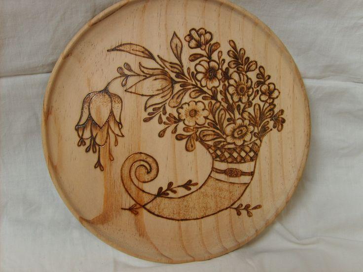 plato de madera pirograbado.....