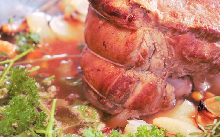 Juicy roasted meat with intensely flavoured gravy