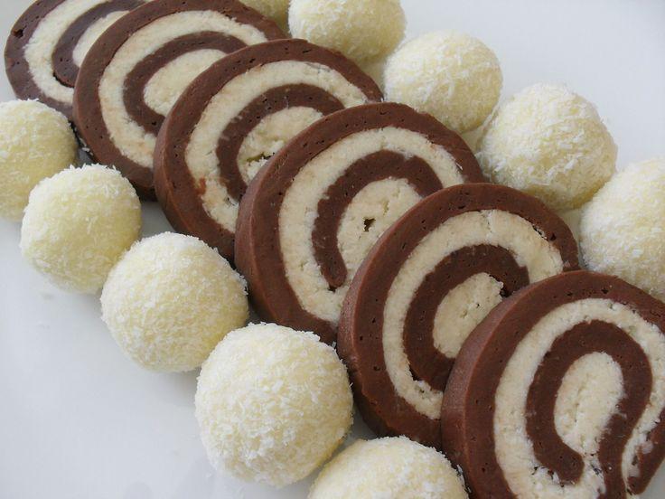 Reteta culinara Desert rulada de biscuiti cu nuca de cocos din categoria Prajituri. Specific Romania. Cum sa faci Desert rulada de biscuiti cu nuca de cocos