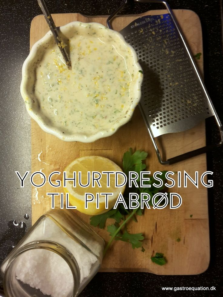 Frisk yoghurtdressing til pitabrød, let frisk og let at bikse sammen. Her i en laktosefri og low fodmap venlig udgave som passer godt til bl.a. falafler.