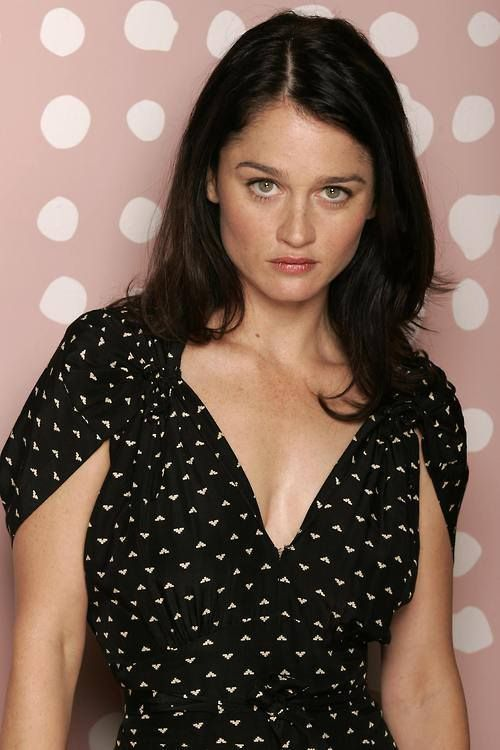 Powered by imdb Robin Tunney studied acting at the Chicago Academy for the Arts spending her summer performing in such plays as Bus Stop and Agnes of