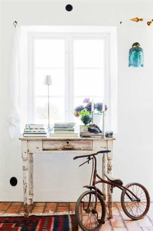 Vintage Scandinavian House With Shabby Chic