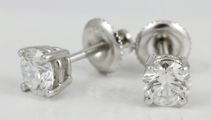Here's a fantastic pair of diamond studs, with a 1.06 tdw. Just a small sample of our many different diamond studs available!