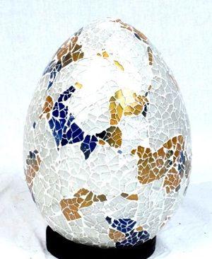 Lámpara en fibra de vidrio decoración vidriera, incluye base de madera. No incluye enchufe ni casquillo. tamaño aprox 25cm. http://www.aleko.kingeshop.com/Lampara-en-fibra-de-vidrio-dbaaaaisa.asp