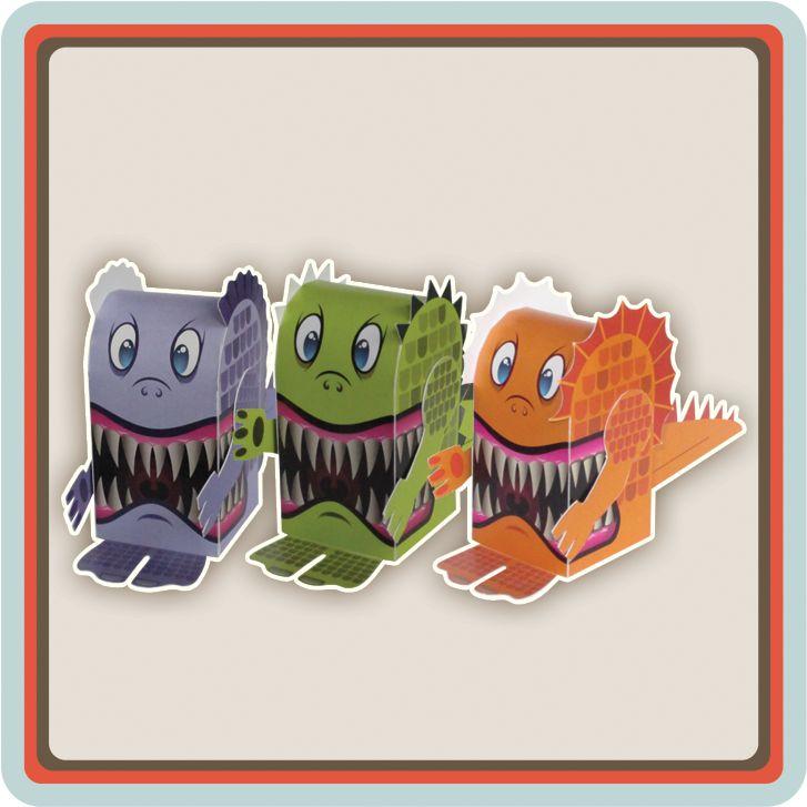 """Mocht je geen keuze hebben kunnen maken tussen de kleuren groen, lila of oranje dan is hier het """"Monster Pack"""". Alle drie de monsters gezellig in één pakket. Bestel het """"Monster Pack"""" en je ontvangt meer dan 10% voordeel. De uitnodigingen zijn hartstikke leuk voor een halloween party maar je kunt de uitnodigingen ook gebruiken voor een verjaardagen feestje van je zoon of dochter met een monsterlijk feest thema. ."""