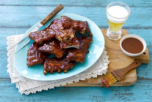 Ribsit ✦ Ribsit eli porsaan kylkipalat valmistuvat kesällä kätevästi grillissä, mutta voit valmistaa ne myös uunissa. Keitä liha ensin kypsäksi, jotta se on mureaa, eikä ehdi palaa. http://www.valio.fi/reseptit/ribsit/