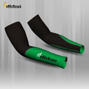 Ideal as a base layer or for training, Didoo Arm Warmers are a tight fit compression garment. All Season Compression Baselayer which keeps you cool when its hot and keeps you hot when its cool. The light and tight compression fit is built to move with you for zero distractions, while the breathable, low profile design fits cleanly under a uniform. Flat lock stitching - eliminates thick seams, for greater comfort against the skin