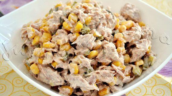 Reteta de salata de ton cu porumb, maioneza si castraveciori murati
