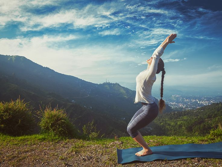 Apuesto a que ya lo sabes: el yoga ofrece muchísimos beneficios para la salud. Puede ser útil para lograr más flexibilidad, una mayor musculatura e inclusive para aliviar ciertos dolores musculares. ¡También es muy útil para erradicar el estrés! Sobre todo, si pones en práctica esta rutina de tan solo 15 minuto