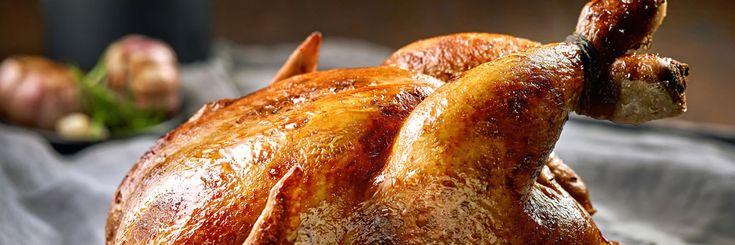 Ароматная курица, запеченная целиком, довольно незатейливое блюдо. При всей своей простоте приготовления мясо получается нежным и сочным, а его вкус мало кого оставляет равнодушным. Поскольку разн…