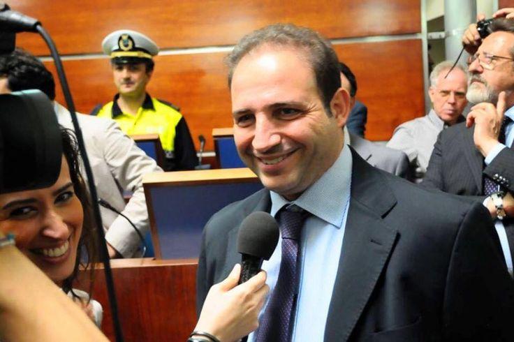 """Poziello: """"Gomorra la serie è una cagata pazzesca"""" così il sindaco di Giugliano ha chiuso il suo post di replica a Saviano"""