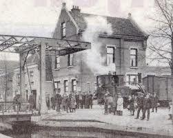 Station van de stoomtrein van Gouda naar Schoonhoven aan de Karnemelksloot (1914-1942). Het spoor zonk steeds weg in het veen. Nu nog te zien op het spoorwegmuseum.