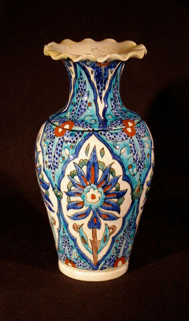 Turkey, Kütahya province, Kütahya kilns (Turkish), Vase with flared ruffled rim, mid-19th century, stonepaste with polychrome decoration under clear glaze