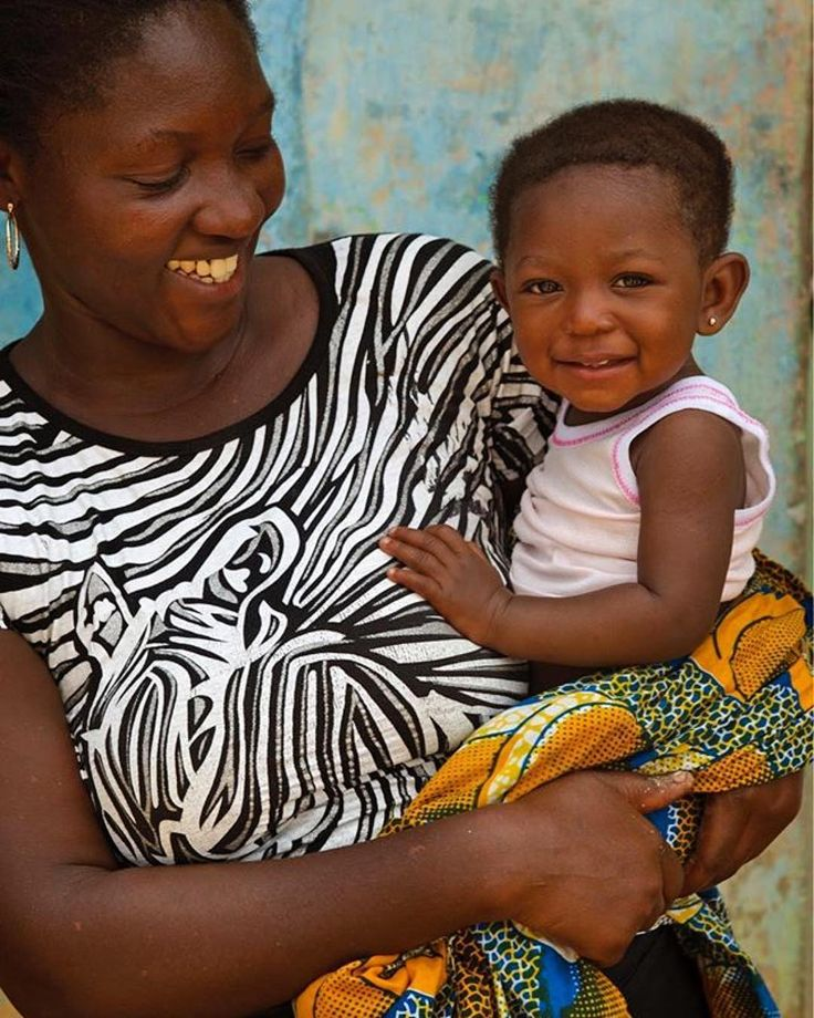As a beneficiary of the UNFPA-supported CARMMA Programme, Esther (25) was able to give birth safely to her daughter at a hospital in Ghana's Ajumako District.  The programme is an initiative of the African Union to reduce the high rate of pregnancy-related deaths on the continent.  Regram @unfpa | 📷: © UNFPA Ghana/Jean-Baptiste Lopez  #globalgoals