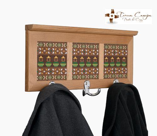 ✄ Perchero  con aplicaciones bordadas en Punto de Cruz. Tu Eliges El Diseño y Las Medidas !!!... Yo Te Hago el Patrón ! http://puntocruzandino.weebly.com/