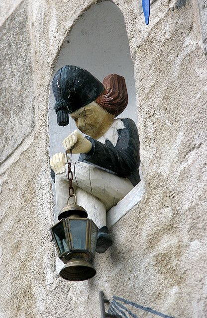 Window statue: Port de Saint Goustan in Auray, Brittany