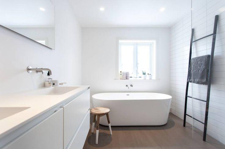 25 beste idee n over scandinavische badkamer op pinterest wc ontwerp en minimalistische badkamer - Badkamer meubilair ontwerp eigentijds ...