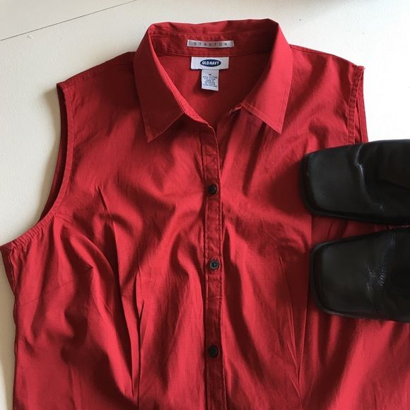Old Navy Classic Sleeveless Blouse Wardrobe essential. Versatile blouse, pairs with endless outfits. Excellent condition, no stains or rips. Fabric: 97% Cotton, 3% Lycra. See Tommy Hilfiger skirt for style options. Old Navy Tops Blouses
