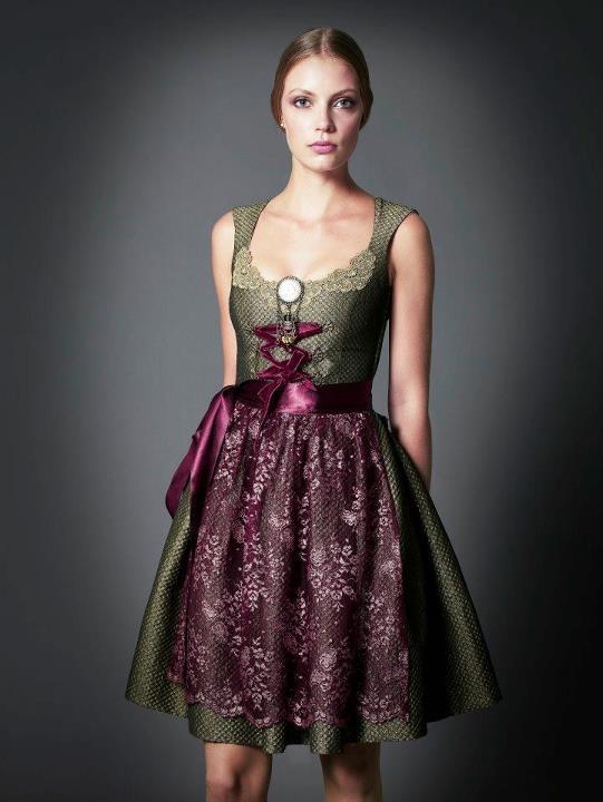 Goldmarie Dirnd Couture 2012. High Heels dazu und wow ...