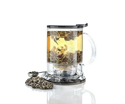 Teavana Perfect TeaMaker:  Add tea and water at the correct temperature, then put the tea maker on your favorite mug. The patented drain mechanism will strain the tea into your cup and keep the leaves in the tea maker. #Teamaker