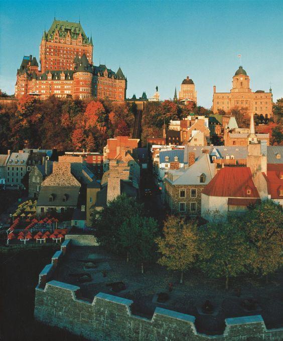 Les couleurs d'automne au Château Frontenac, Québec, Canada