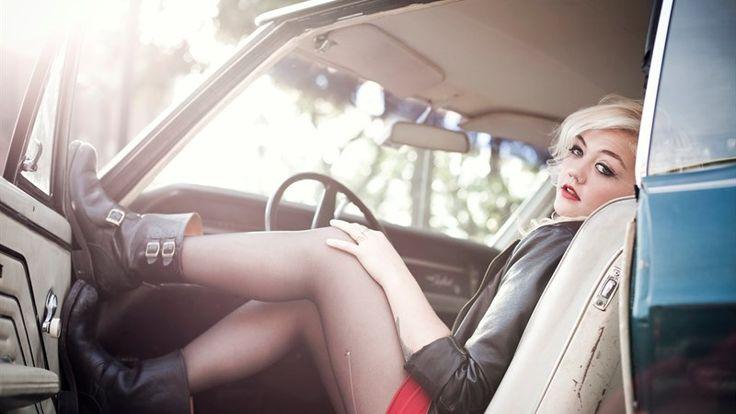 Elle King (vero nome Tanner Elle Schneider; 3 Luglio, 1989) cantautrice, attrice è figlia dell'attore Rob Schneider e la modella London King. Il suo universo musicale appartiene alla musica country...