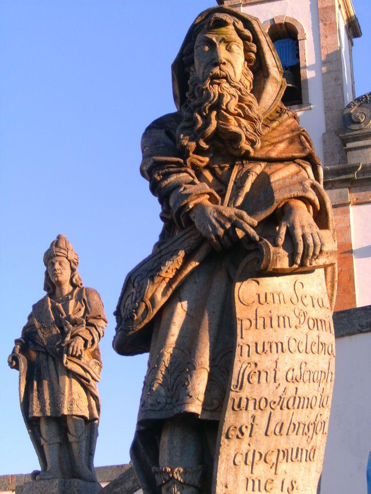 Os Profetas de Aleijadinho feitos em pedra-sabão são destaque do santuário
