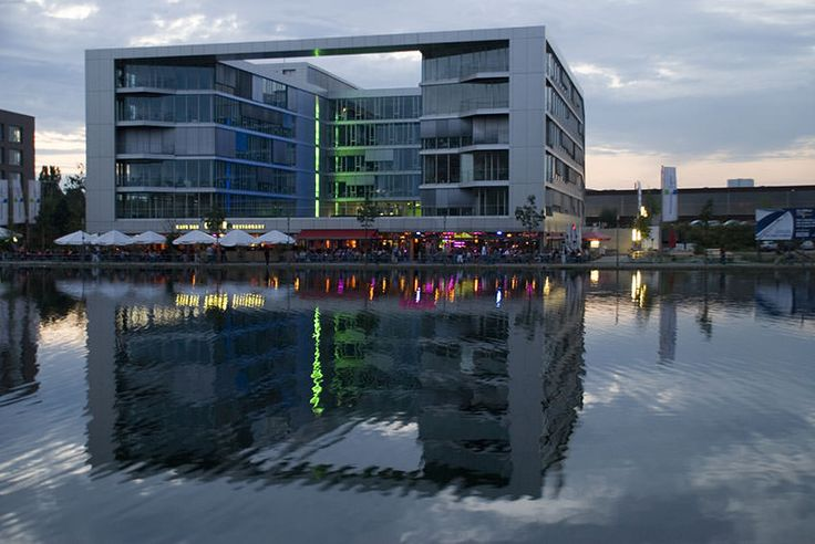 #Umzug #Duisburg - Mit dem #Umzugsunternehmen JH-Umzüge & Transporte nach Duisburg! Für ihren Umzug in die Universitätsstadt Duisburg bieten wir Ihnen unschlagbare Komplettpakete, sowohl für ihren #Privatumzug als auch ihren #Firmenumzug nach Duisburg. Mit langjähriger Erfahrung im #Umzugsgewerbe und der Transportbranche überzeugen wir unsere Kunden deutschland- und europaweit. Lehnen Sie sich zurück – lassen Sie uns das doch machen!