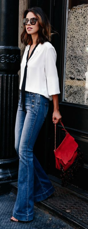Annabelle Fleur accessorises a casual white blouse with a skinny scarf from Express Clothing. Jeans/Scarf/Blouse: Express